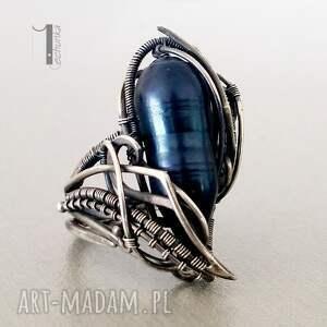 miechunka Skadi - srebrny pierścionek z perłą - wirewrapping
