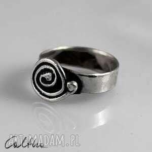 szare pierścionki pierścień ślimak - srebrny pierścionek rozm
