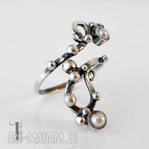 eleganckie pierścionki pierścionek sorbus i z perłą srebrny