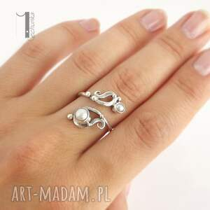 niebanalne pierścionki metaloplastyka sorbus z perłą srebrny pierścionek