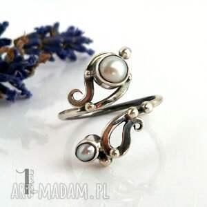 niebanalne pierścionki srebro sorbus z perłą srebrny pierścionek