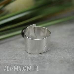 naturalna srebrny pierścionek z naturalną perłą hodowlaną