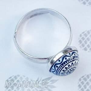 białe ze srebra śliczny, minimalistyczny pierścionek