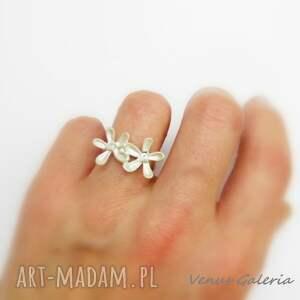 intrygujące srebro subtell ii white - pierścionek