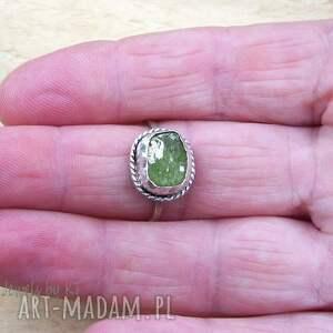 frapujące srebrna biżuteria surowość oliwinu