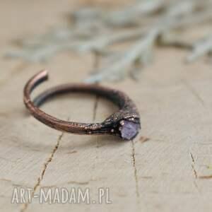 trendy pierścionek ametyst surowy