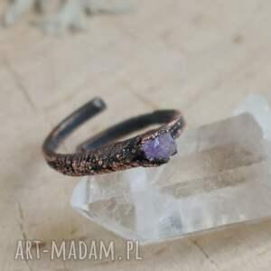 fioletowe pierścionek surowy ametyst