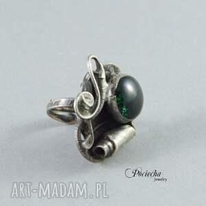 pierścionek zielone szmaragdowy mrok