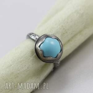 pierścionek delikatny wykonany własnoręcznie