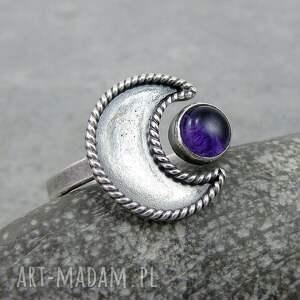 amulet oryginalny pierścionek z motywem księżyca