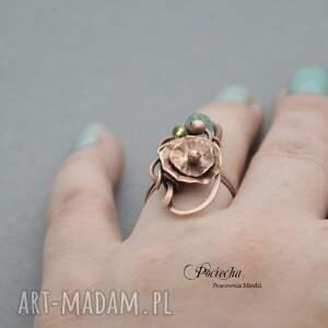 wyjątkowe pierścionki pierscionek water lilly - pierścionek z kwiatem