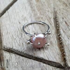 szare pierścionki pierścionek-srebrny wild pearl - atomic pink ii srebrny