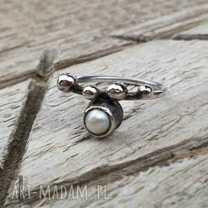 pierścionek-srebrny pierścionki białe wild pearl - drop i srebrny
