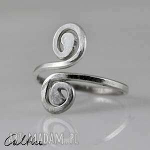 szare pierścionki pierścień zawijasy - srebrny pierścionek