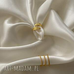 niepowtarzalne pierścionki pierścionke zestaw trzech złotych obrączek
