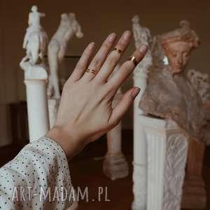 gustowne pierścionki pierścionek złoty ze strzałą