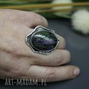 gustowne zoisyt i rubin - pierścionek earth