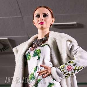 płaszcze: piękny kożuch Folk Design w hafty