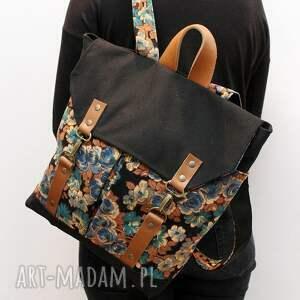 intrygujące plecak, kwiaty