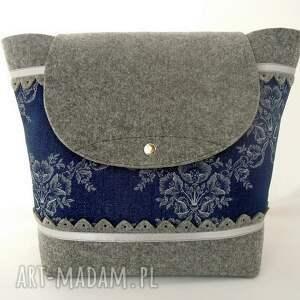 filcowy plecak z filcu z jeansem w kwiaty