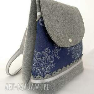 niebieskie plecak z filcu z jeansem w kwiaty