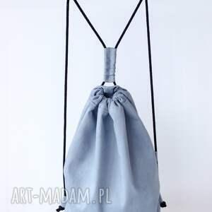minimalizm szary plecak zamszowy