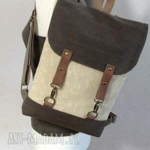 brązowe podróżne plecak