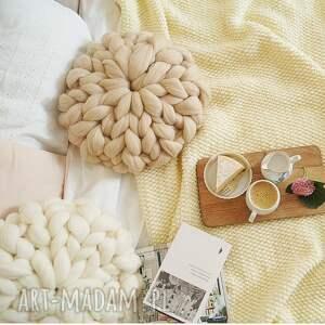 intrygujące poduszki poduszka czesankowa beżowa