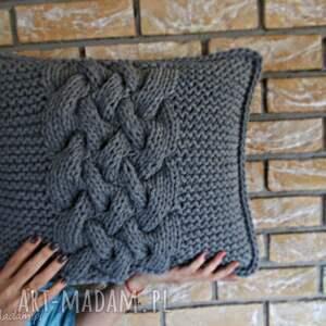 Poduszka splatana inaczej - ręczne wykonanie