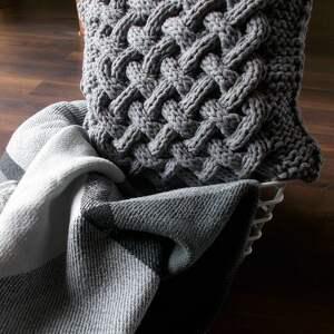 ręczne wykonanie poduszki poduszka splatana