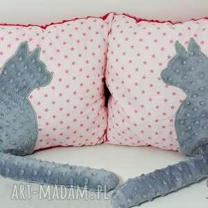 różowe poduszki poduszka-z-kotem poduszka z kotem i ogonem 3d szary