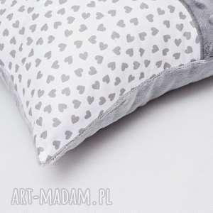 białe poduszki poduszka z kotkiem i ogonem
