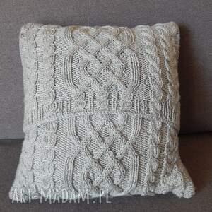 miękka poduszki szara warkoczowa poduszka