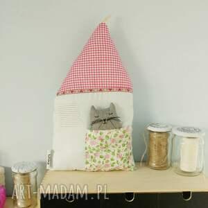 turkusowe pokoik dziecka podusia domek z kotkiem