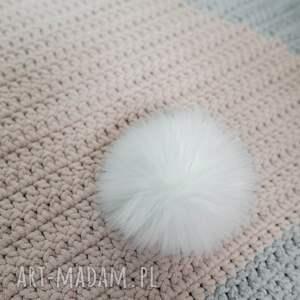 białe pokoik dziecka narzuta dywan 3d szydełkowy królik