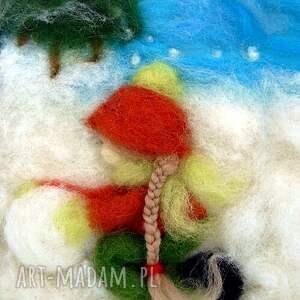 pokoik dziecka zima dziewczynka lepiąca bałwana. Obraz