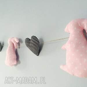 efektowne pokoik dziecka girlanda zajączki serduszka