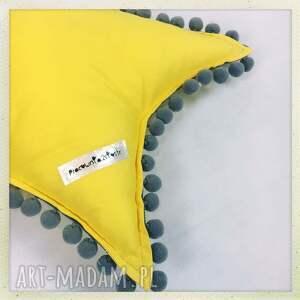 żółte pokoik dziecka żółty gwiazdka żółta z pomponikami