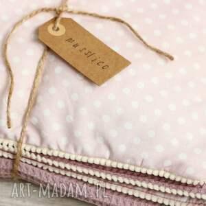 różowe pokoik dziecka kocyk i poduszka przydymiony wrzos