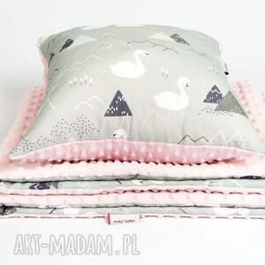 różowe pokoik dziecka kocyk minky - łabędzie 75x100 cm