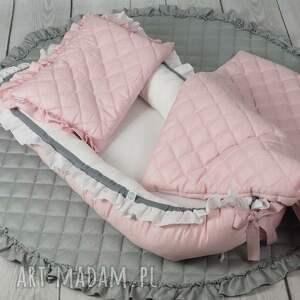 różowe pokoik dziecka kokon niemowlęcy z falbanką