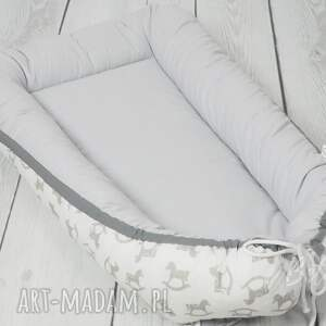 białe pokoik dziecka kokon niemowlęcy otulacz konik na