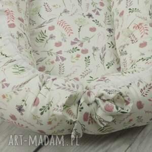 białe pokoik dziecka gniazdko niemowlęce kokon niemowlęcy akwarelowe kwiatki