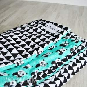 kołderka pokoik dziecka turkusowe trójkąty biało-czarne