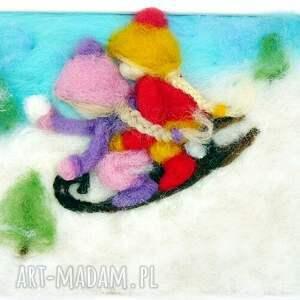 pomysł na świąteczny upominek prezent saneczkach. Obraz z kolekcji