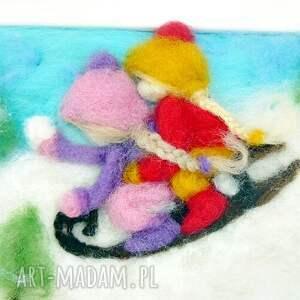 pomysł na świąteczny upominek zima saneczkach. Obraz z kolekcji