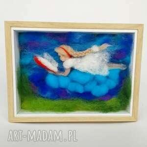 książka pokoik dziecka turkusowe obraz malowany wełną. Czytająca