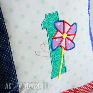 niebieskie pokoik dziecka roczek poduszka z cyfrą i wiatrakiem
