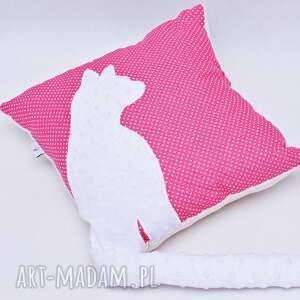Uszyciuch różowe pokoik dziecka poduszka z kotem i ogonem 3d biały