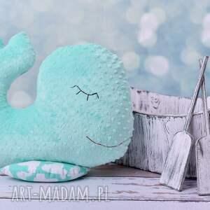 ciekawe pokoik dziecka dekoracja pokoju przytulanka dziecieca wieloryb